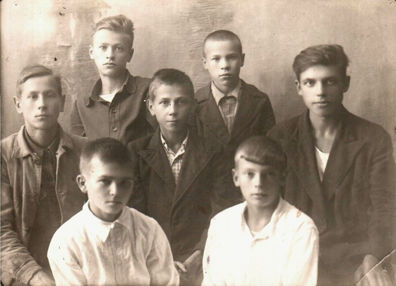 Активисты Детской библиотеки. 1945 год