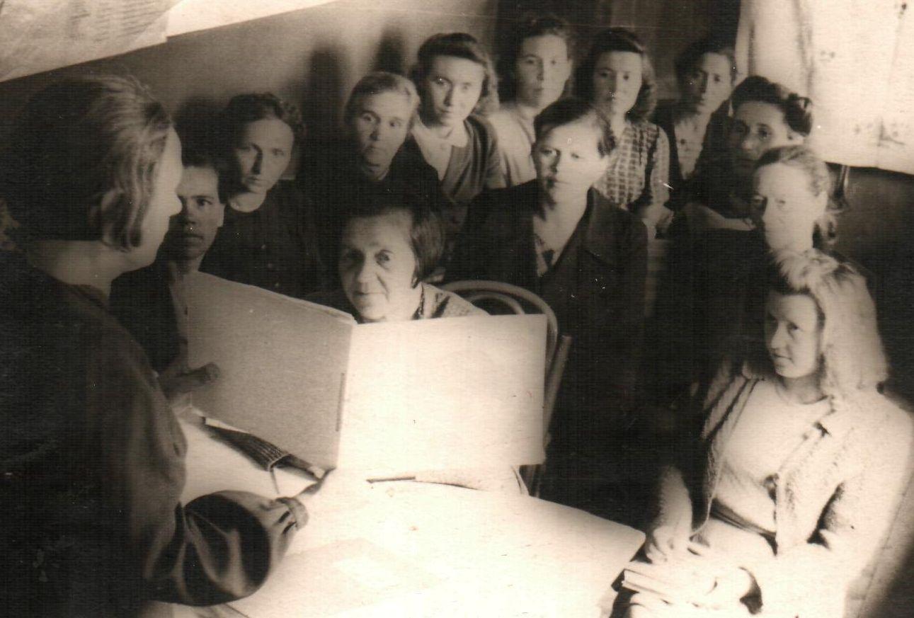 Т.А. Гурылева на семинаре заведующих детскими библиотеками. Владимир. 1947 год.