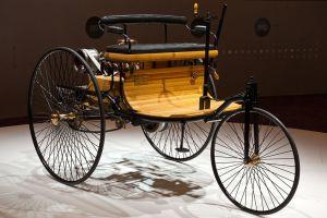 первый в мире автомобиль с бензиновым двигателем внутреннего сгорания