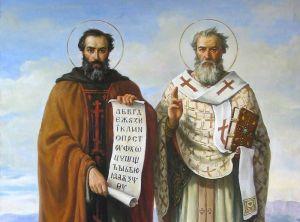 Святые Кирилл и Мефодий держат в руках славянскую азбуку