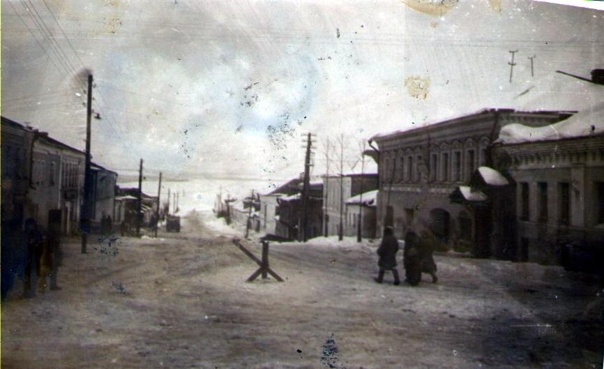 Военное Ставрово, улица Ленина (справа вход в библиотеку)