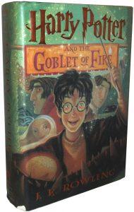 Мальчик в очках с палочкой в руке на обложке зелёной книги