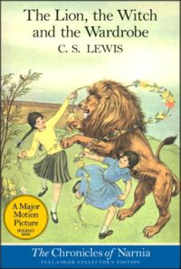 Лев и две бегущие девочки