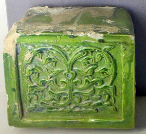 Зеленый изразец найденный в Муроме