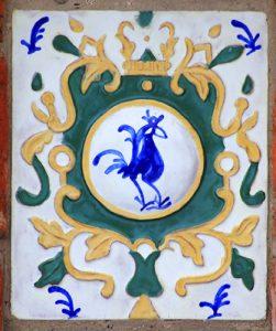 Расписной изразец с фасада Исторического музея во Владимире