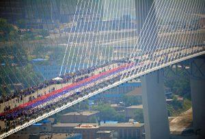 """""""Живой"""" флаг России во Владивостоке"""