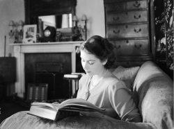 Королева с книгой