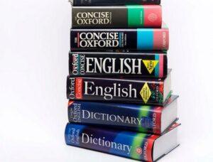 стопка книг на английском языке