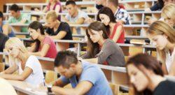 Международный день студента. Студенты за партами на лекции