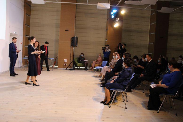 Выступление артистов театра