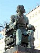 Памятник Пирогову