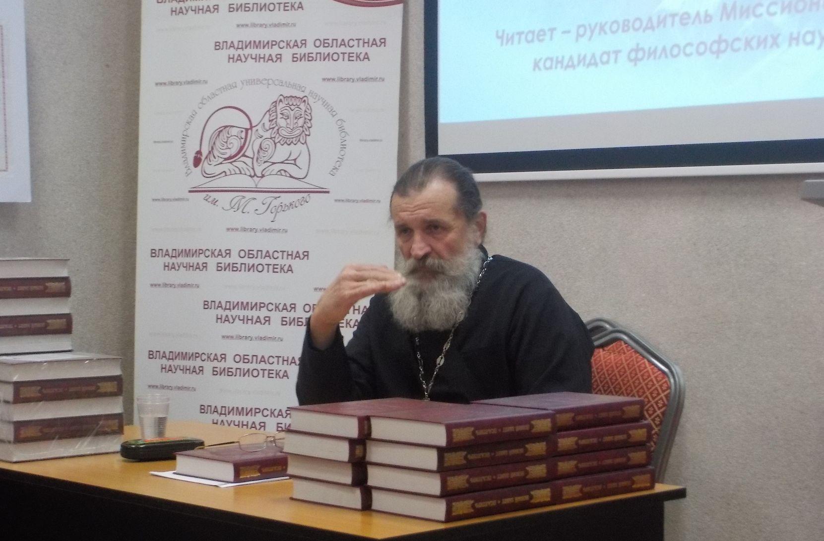 Лекция. Аркадий Маковецкий читает лекцию о Рождестве