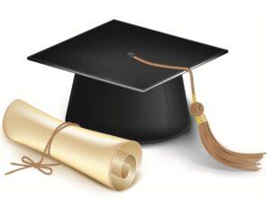 черная академическая шапочка и свиток, перевязанный веревкой