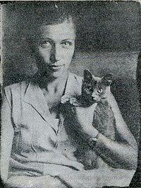 Мука на руках у художницы Наталии Ушаковой — близкой подруги семьи Булгаковых, 1927 г.