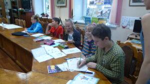 Grammar Workshop Школьники рисуют открытки