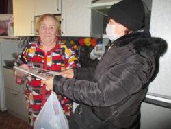 Вручение подарков дома