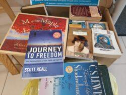Книги в подарок. Фото подаренных книг.