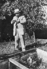 Куприн Александр Иванович на своём огороде