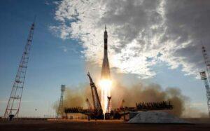 Фото с изображением взлета ракеты