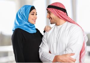 Мужчина и женщина в арабской одежде