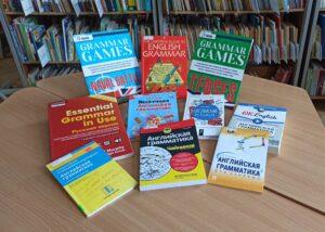Present Simple. учебники на столе