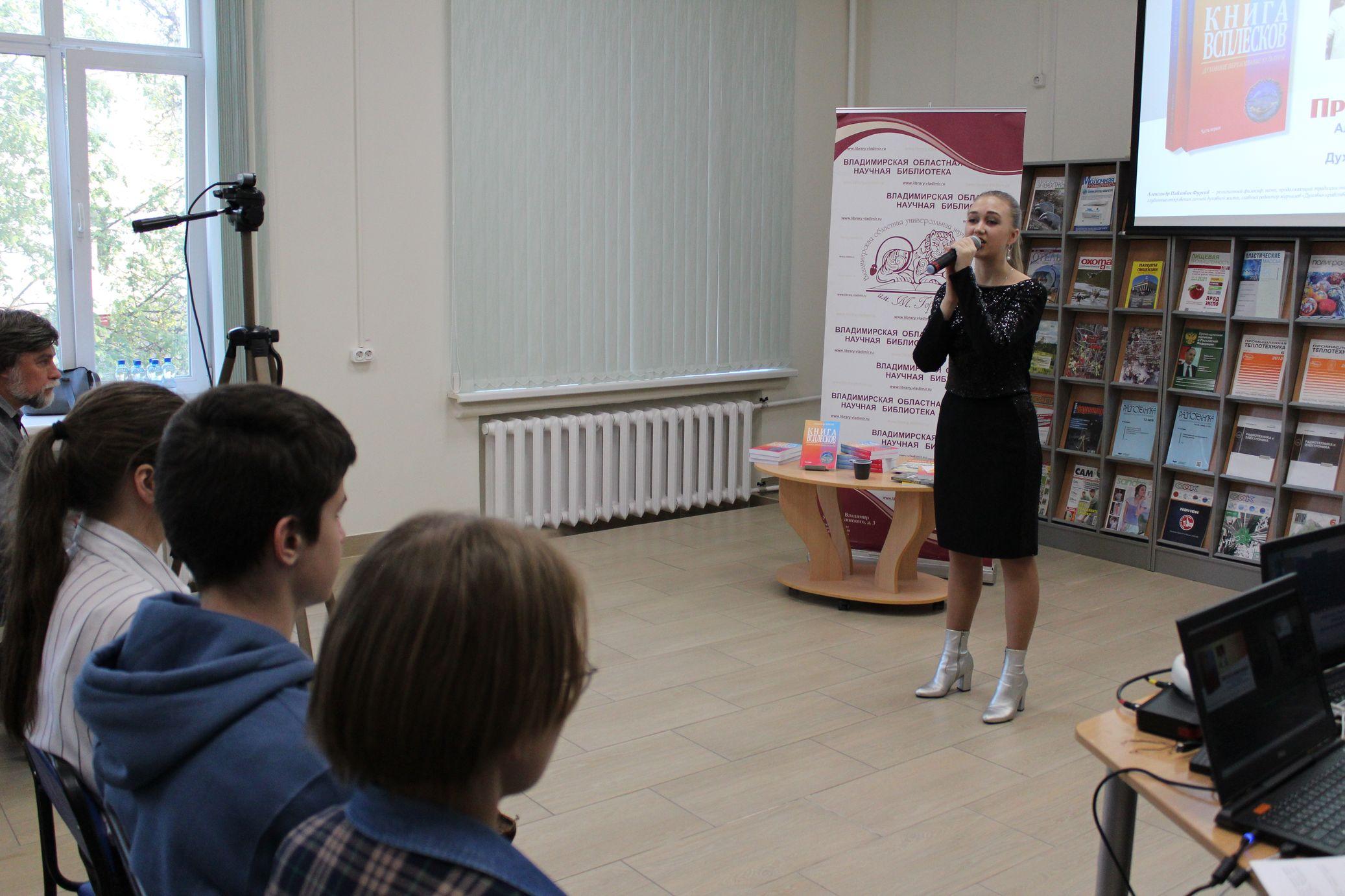 Поет Елена Козырева