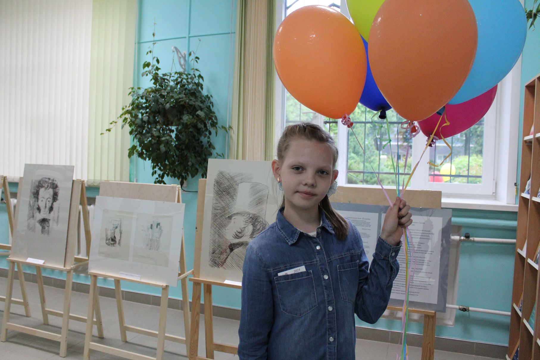 На выставке рисунков Горяева