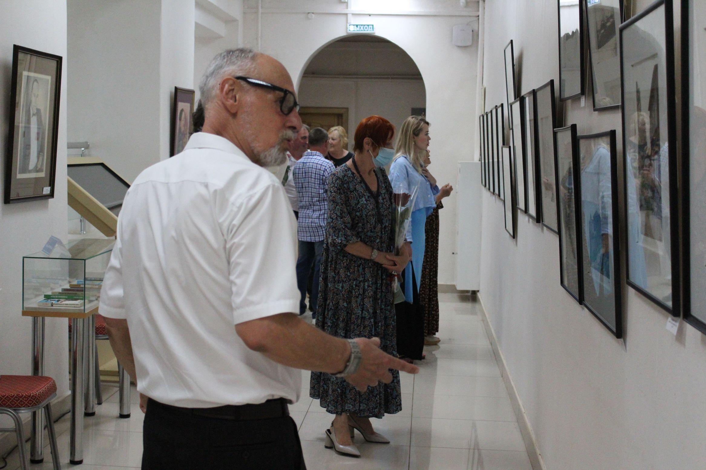 На выставке работ Михаила Белана