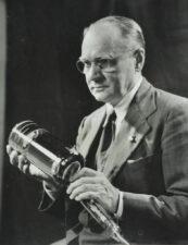 Фото В.К.Зворыкина с трубкой